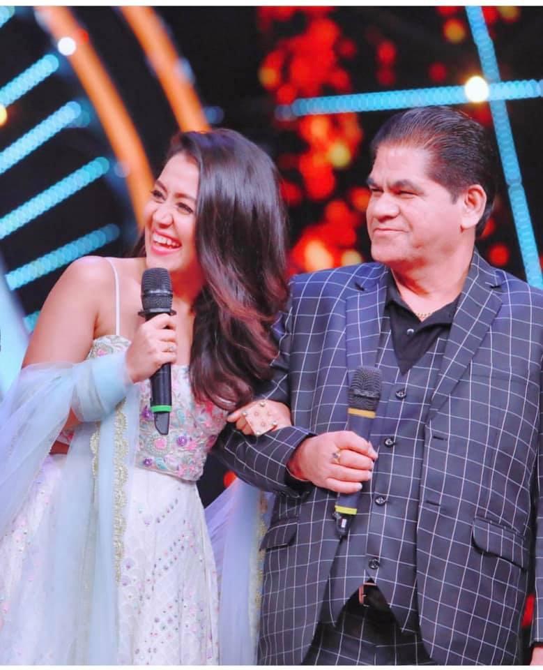 Neha Kakkar with her father (Rishikesh kakkar)