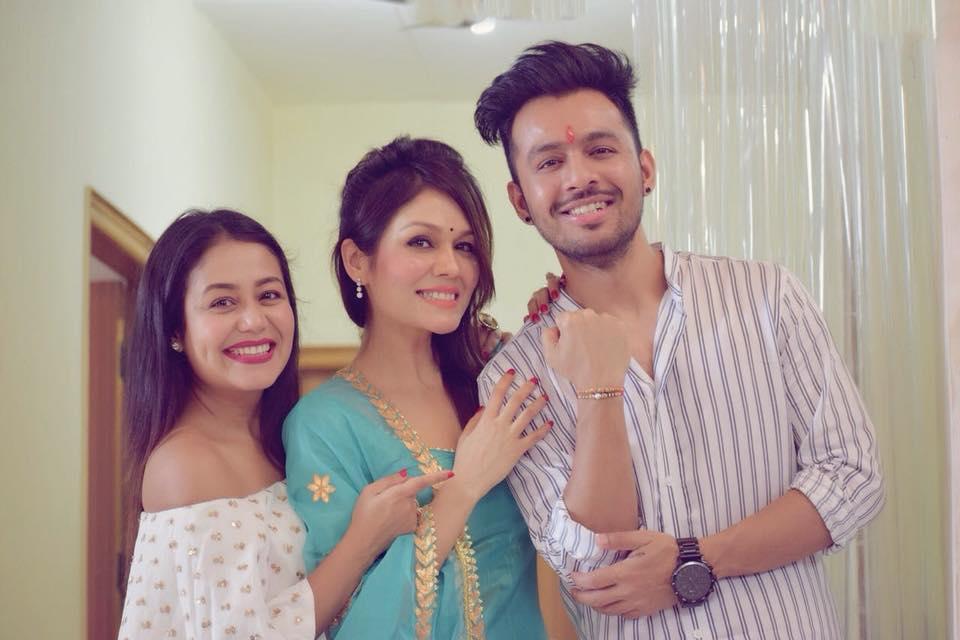 Neha kakkar with her brother & sister