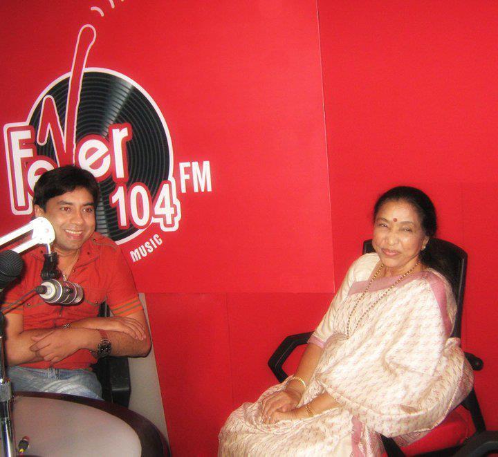 Asha Bhosle with RJ Anurag Pandey on Fever 104 FM