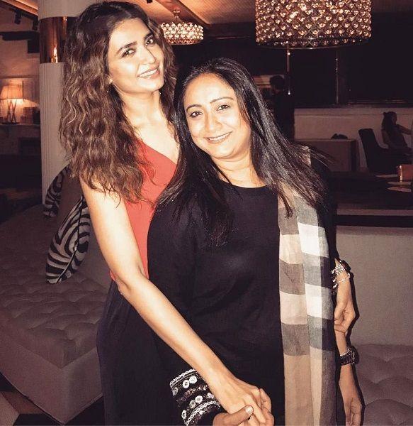 Karishma Tanna with her sister Drishma Kadham