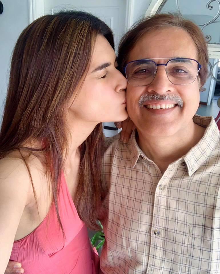 Kriti Sanon with her father Rahul Sanon