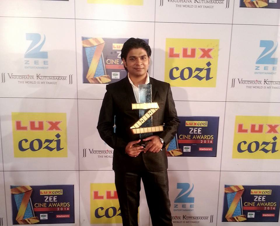 Ankit Tiwari Receiving Zee Cine Awards for the Best Music Director for Aashiqui 2