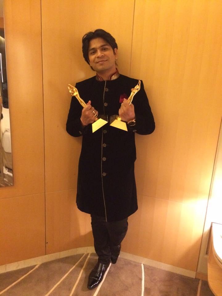 Ankit Tiwari with Award for Galliyan from Ek villain