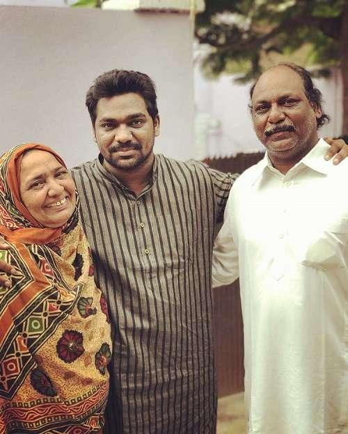 Zakir Khan with parents