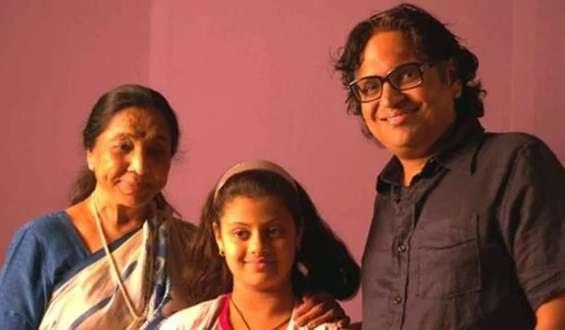 Asha Bhosle with her son Hemant Bhosle andgrandshild