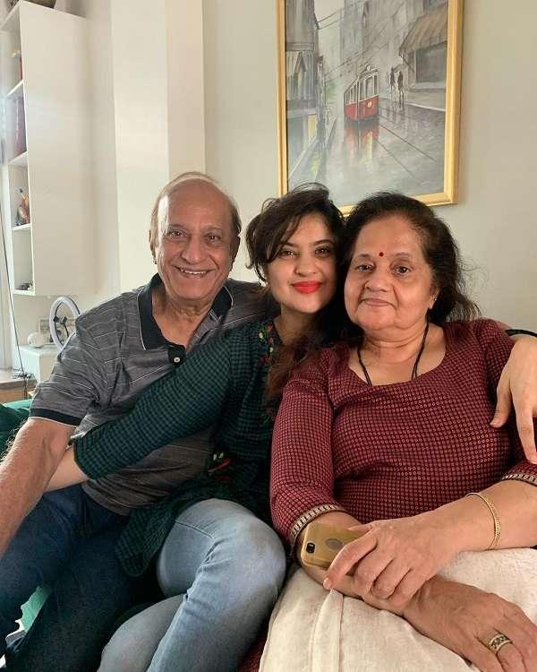 Rj Archana Pania with her Parents