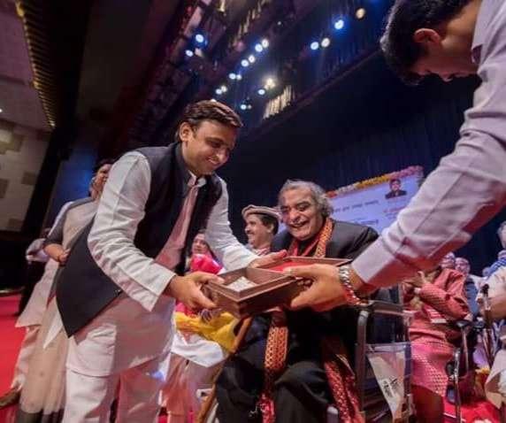 Santosh Anand- उत्तर प्रदेश सरकार द्वारा यश भारती सम्मान प्राप्त करने के दौरान की कुछ स्मृतियां!