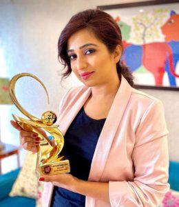 Shreya Ghoshal Received Zee Cine Awards 2020 for Ghar More Pardesia